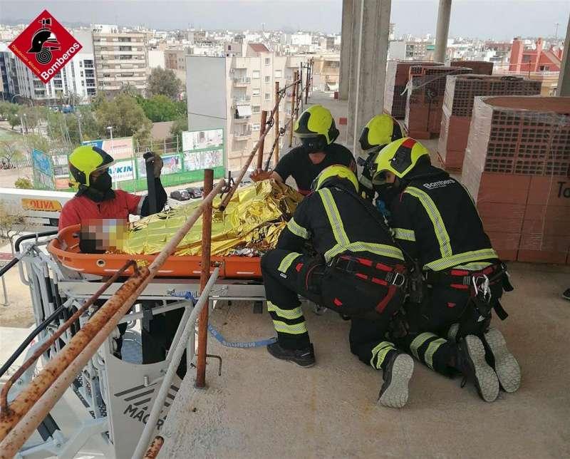 Una imagen del rescate, facilitada por los bomberos. EFE