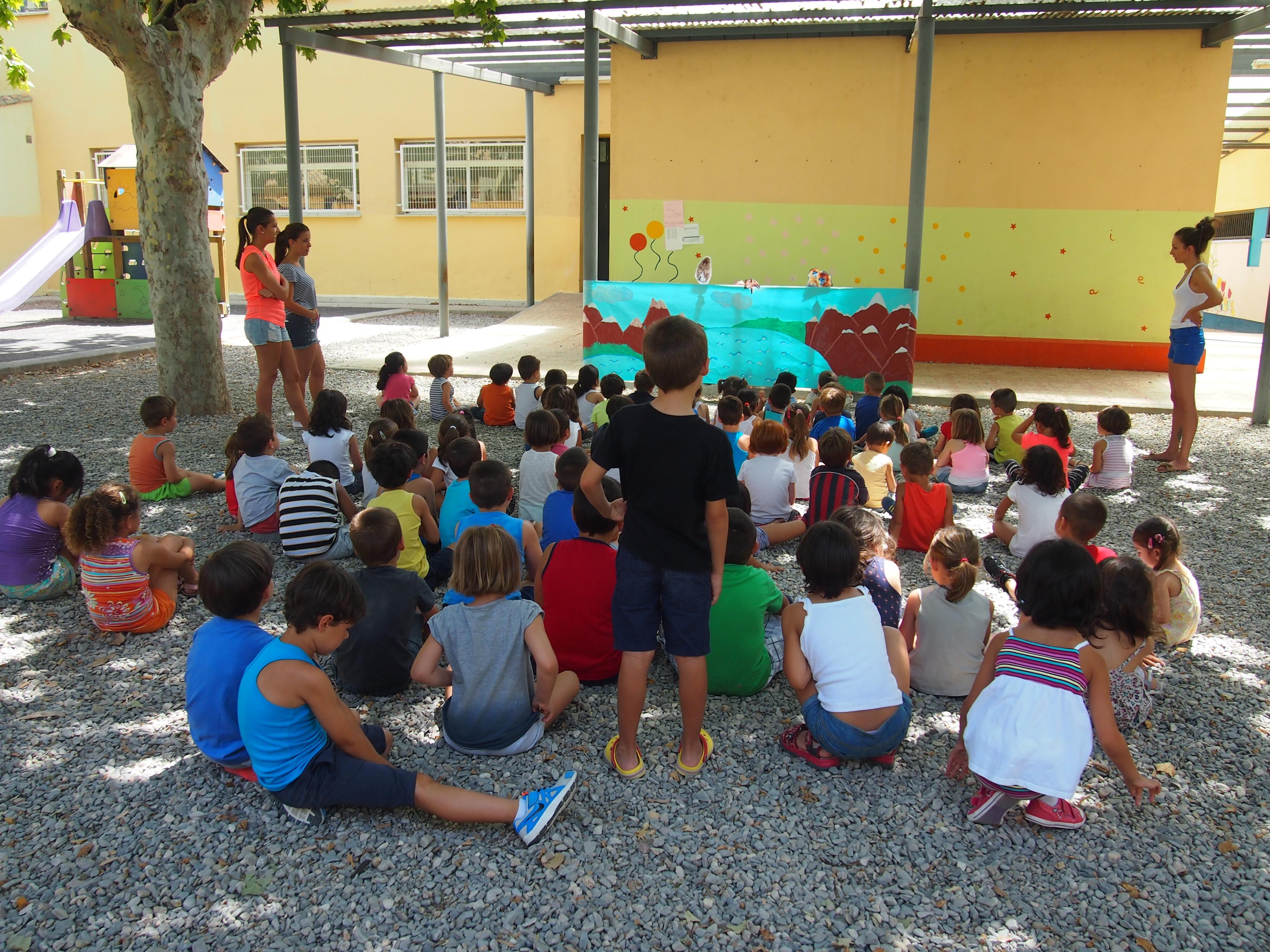 Los niños acuden a la escuela en el colegio Fransico Giner de Ríos