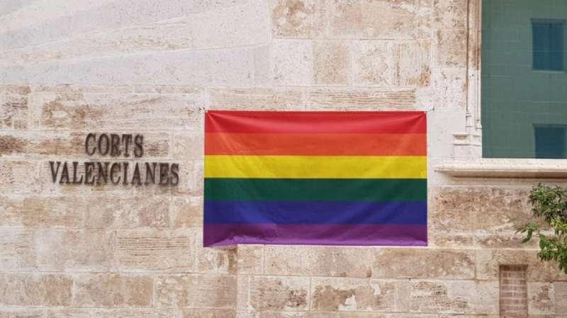 Bandera LGTBI en Les Corts