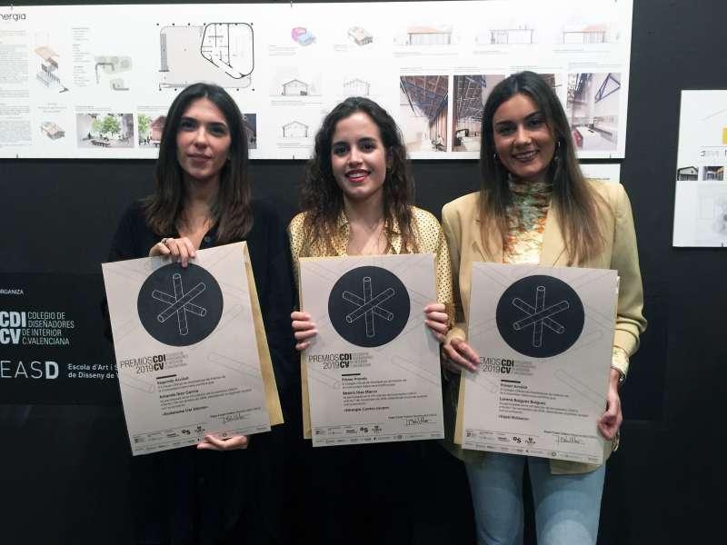 Beatriz Díaz, ganadora del Premio CDICV 2019 entre las menciones Lorena Buigues y Amanda Ibor. -EPDA