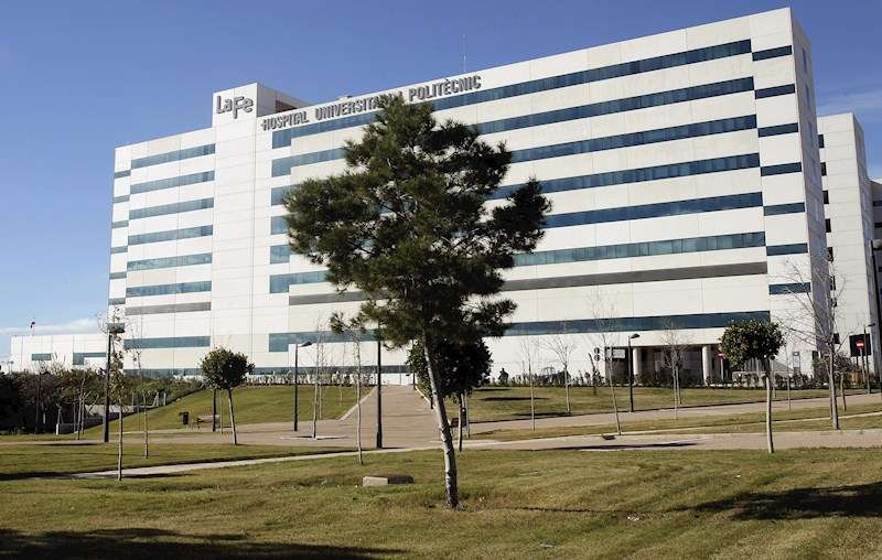 Imagen de la fachada del hospital La Fe de València. EFE