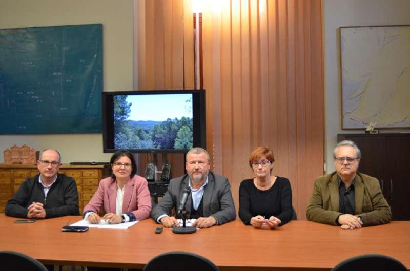 Quico Fernández con la diputada autonómica, Teresa García, y varios compañeros del Grupo Municipal de Compromís