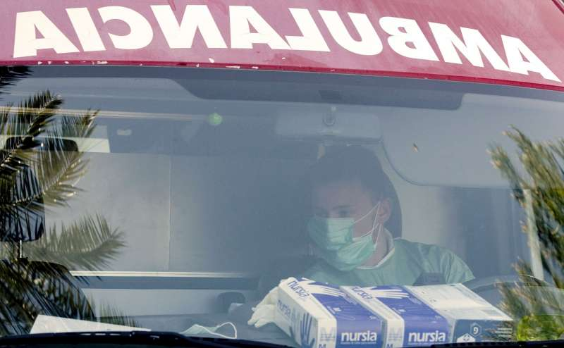 Imagen de archivo de una ambulancia. EFE/Kai Försterling/Archivo