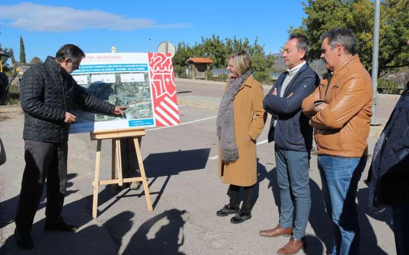 Salvador con los alcaldes de Sot y Soneja
