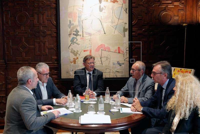 Puig junto a los presidentes de la Unió de Llauradors y Ramaders,AVA-ASAJA,Intercitrus y Federación de Copperativas Agroalimentarias de la Comunitat.