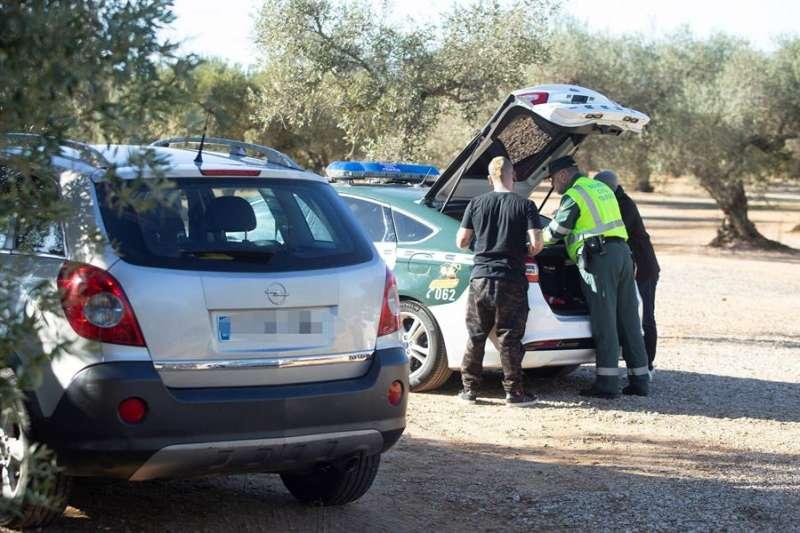 La Guardia Civil interviene en una fiesta ilegal. EFE