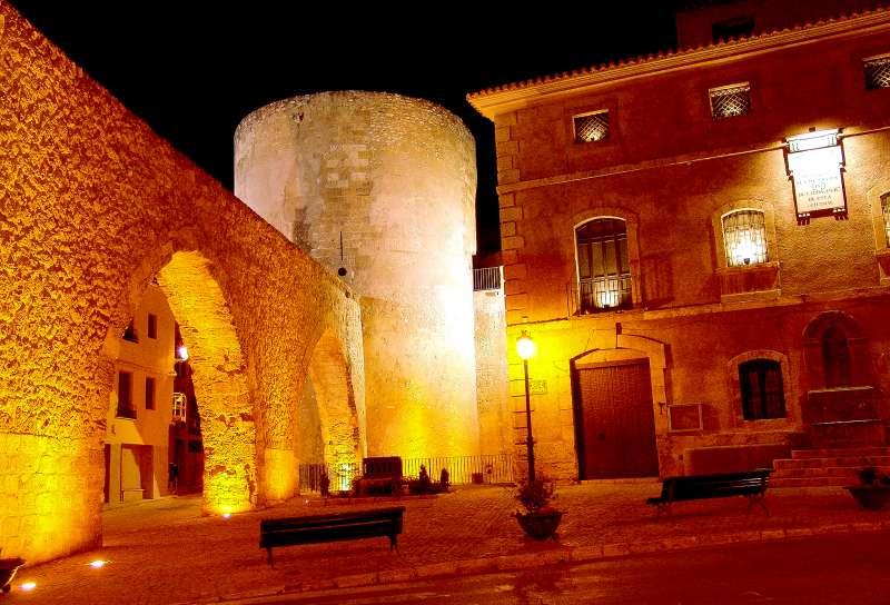 Museo, torre del Bochí y acueducto
