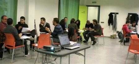 Más de treinta técnicos participan en un seminario sobre jóvenes inmigrantes impartido por la Mancomunitat del Horta Sud. Foto EPDA