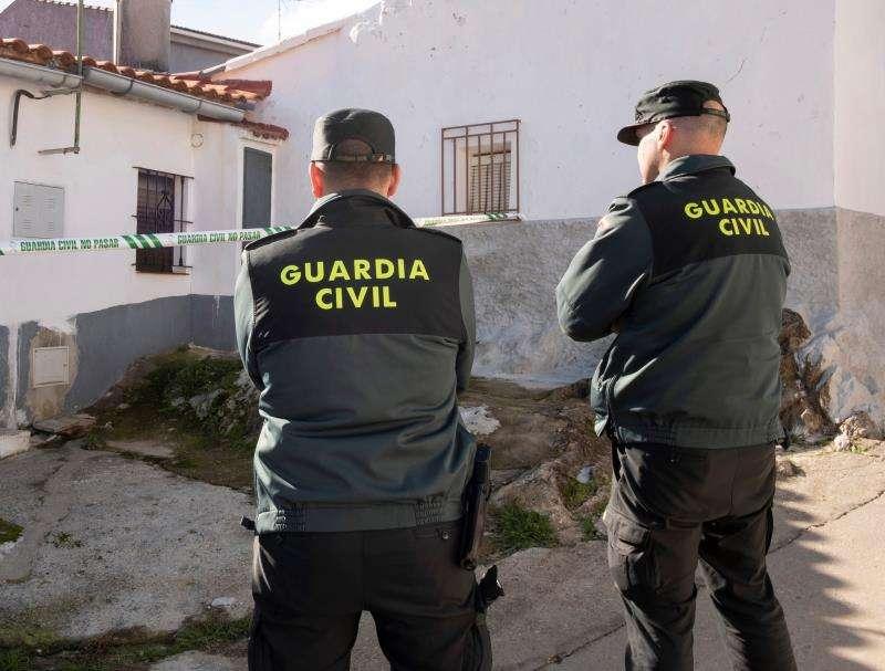 Dos guardias civiles durante una operación. EFE/Archivo