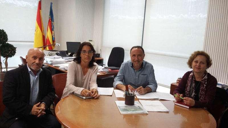El concejal de Atención a las Personas de Torrent, Francesc Carbonell, en la reunión sobre el