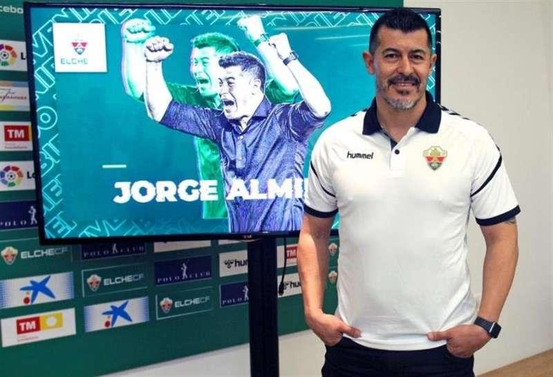 El argentino Jorge Almirón estará al frente del Elche en su regreso a Primera. EFE