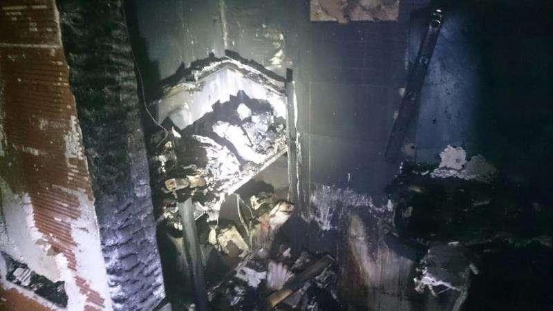 El incendio donde han muerto dos personas ha llegado a alcanzar los 1.100º Incendio en el interior de una vivienda. EFE/Archivoi