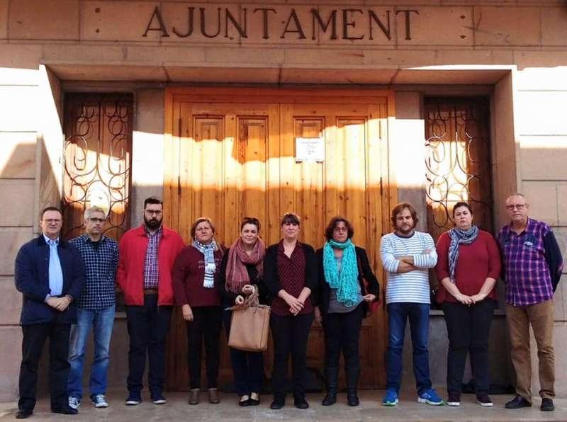 Los concejales de Bétera manifestándose contra los atentados de París. //EPDA
