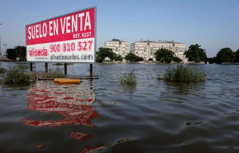 Imagen de archivo de la población alicantina de Dolores tras las inundaciones de la pasada gota fraía de septiembre en la Comunitat Valenciana.EFE/ Manuel Lorenzo