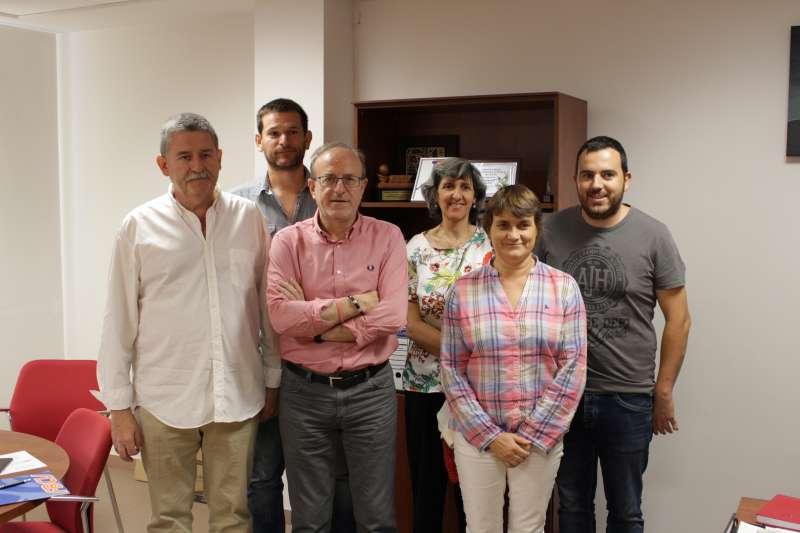 El concejal de Deportes en la firma del convenio con la Federación de Baloncesto de la Comunidad Valenciana. EPDA