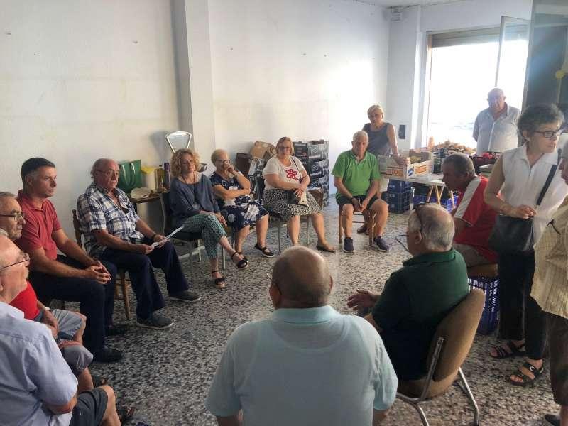 Vecinos de los barrios afectos con Amparo Folgado. EPDA