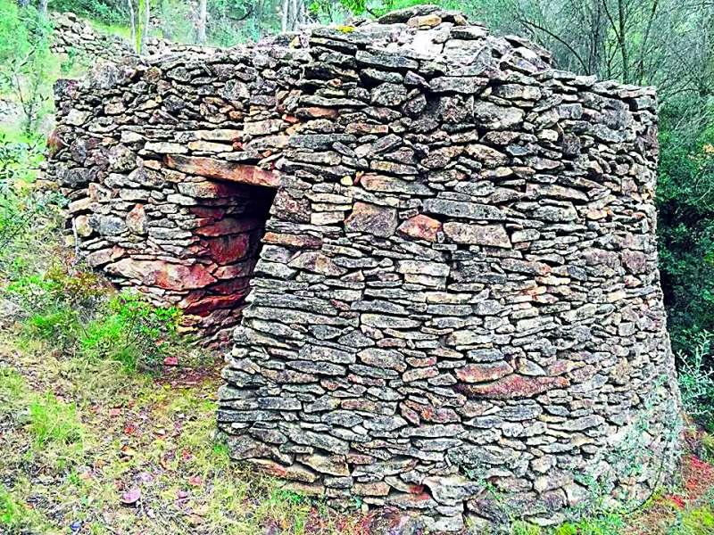 Una de las casetas de monte de Algar de Palancia. EPDA
