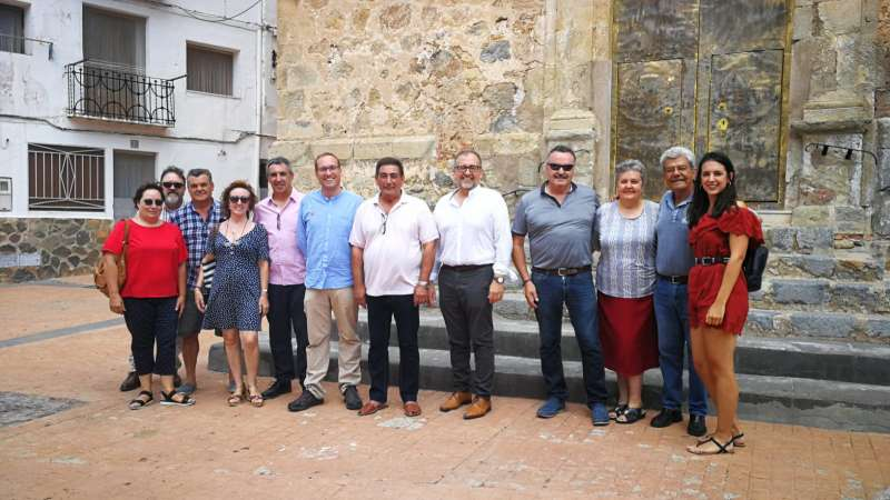 El secretario general del PSPV en las comarcas de Castellón, Ernest Blanch, durante su visita a Torralba del Pinar. EPDA