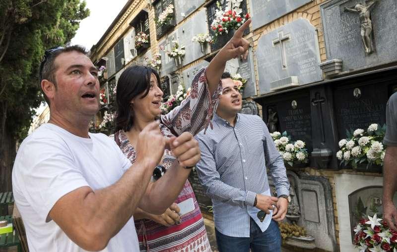 Rosa Garijo con el alcalde de Chiva.