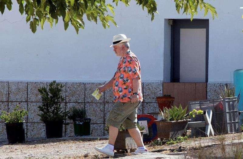 El director de cine Pedro Almodóvar durante el rodaje de su última película,