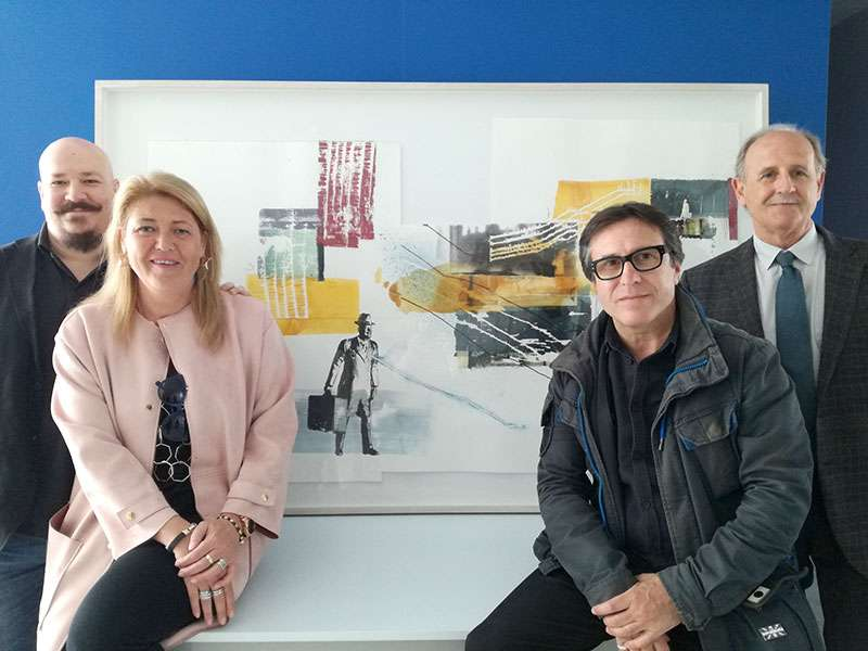 Los artistas Pablo Noguera y Rubén Tortosa junto al presidente de Casa Caridad, Luis Miralles, y la directora gerente, Guadalupe Ferrer. EPDA