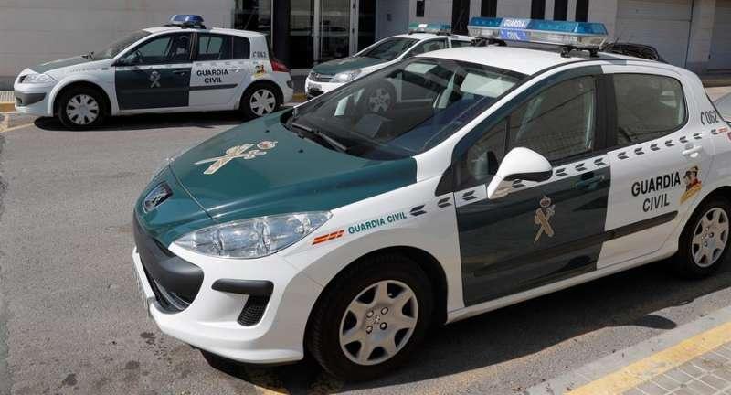 Imagen de archivo de dos coches de la Guardia Civil