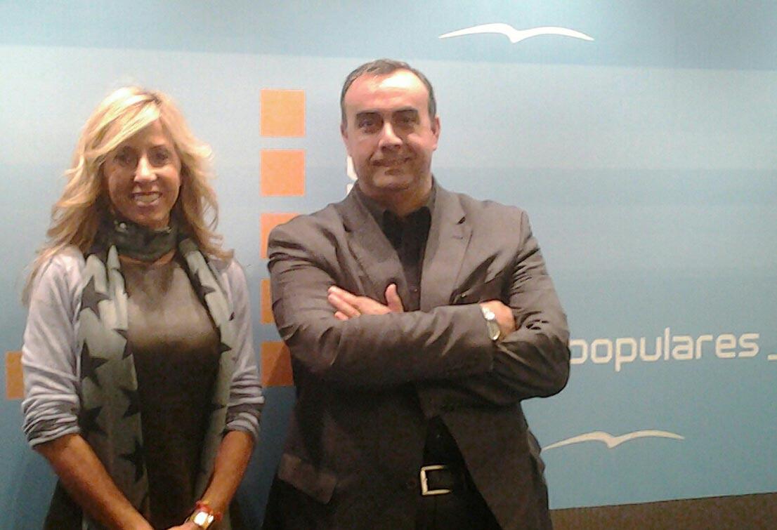 Galindo con Marta Torrado, del Partido Popular. FOTO EPDA