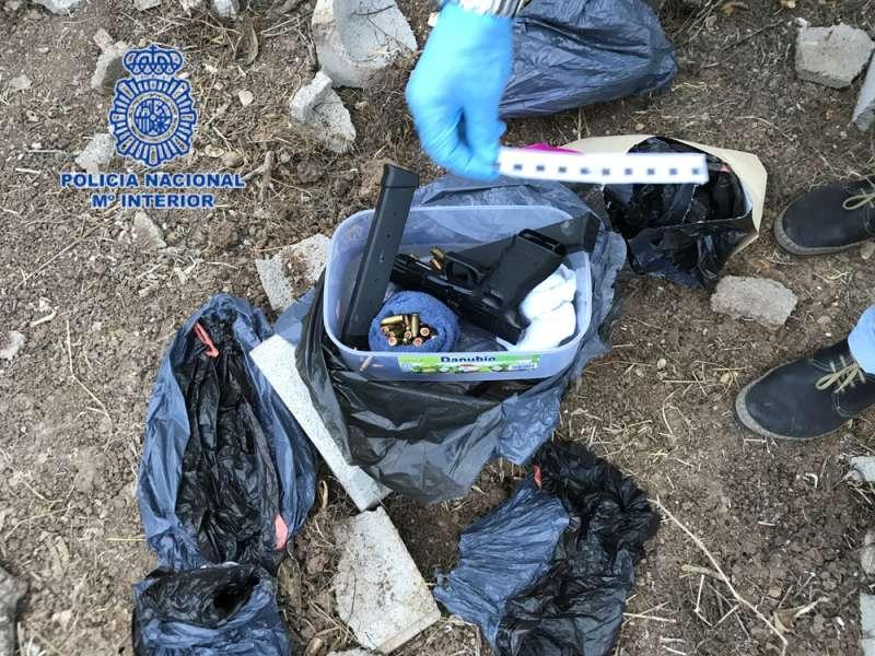 Material encontrado en el zulo de Daimús. FOTO POLICÍA