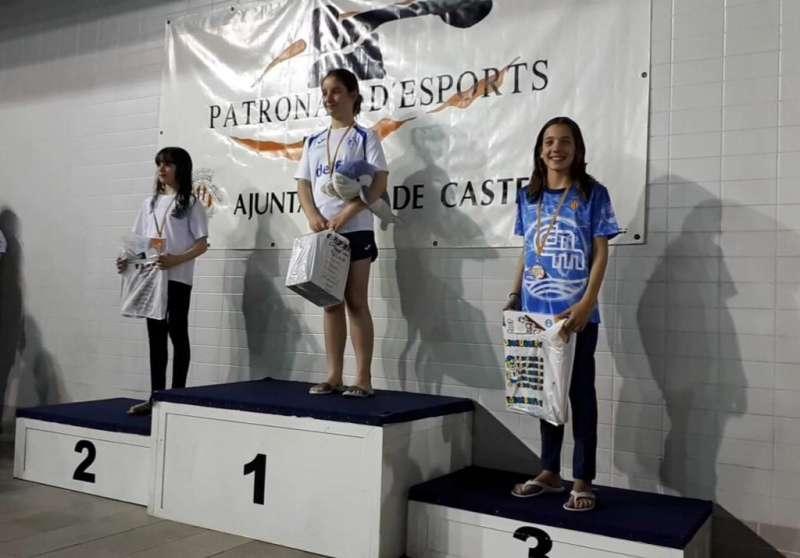 Mª Vicente en el pódium trofeo José Luis Ballester en la piscina de Castelló. EPDA