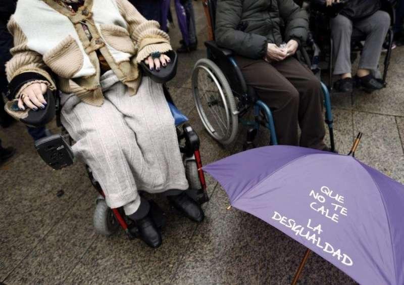 Miembros de la Confederación Española de Personas con Discapacidad Física y Orgánica (Cocemfe) durante una concentración. EFE