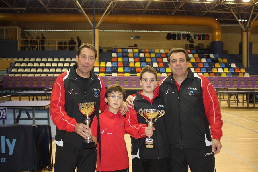 Los ganadores en el club. FOTO EPDA