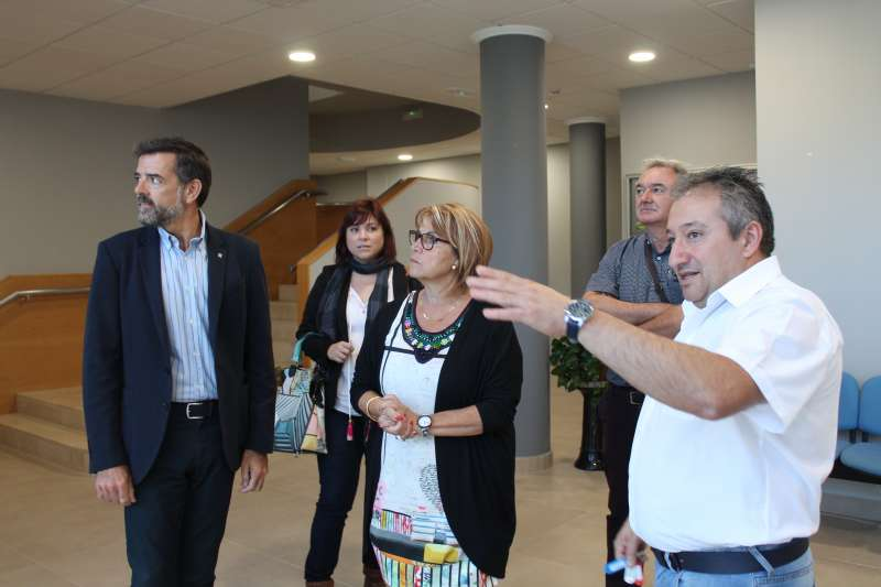 La diputada de Asesoramiento Conxa García junto al alcalde de Emperador, Alberto Bayarri.