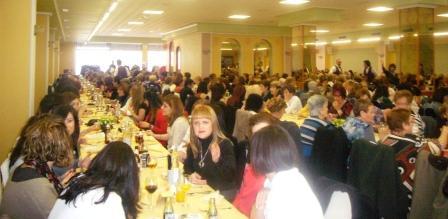 Comida ?Dona 2013? en la Pobla de Vallbona. Foto EPDA