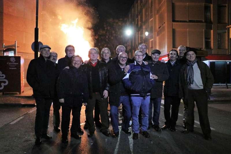 El alcalde i torrentins a la foguera