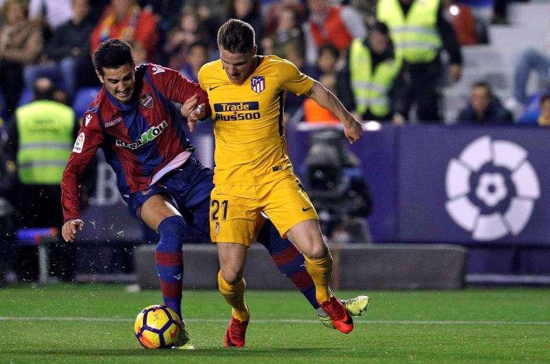 Imagen del partido reciente entre el Atlético de Madrid y el Levante. EFE/Archivo