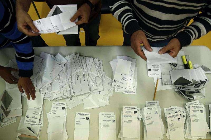 Recuento de votos de una mesa electoral. EFE/Archivo
