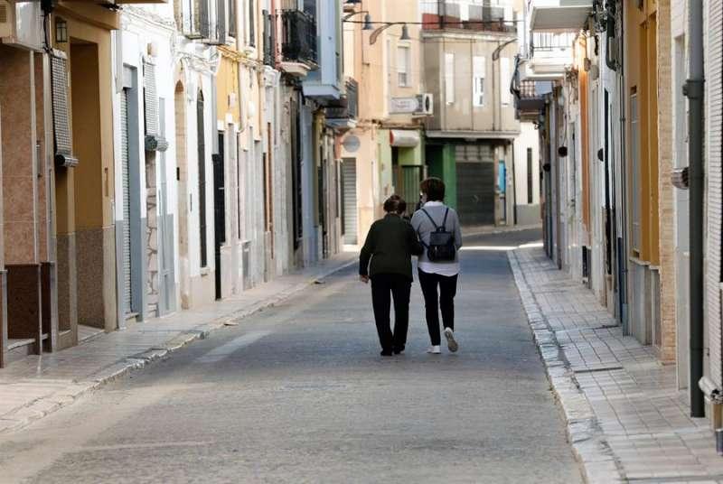 Una calle de la localidad valenciana de Guadassuar, una de las localidades en las que la Consellería de Sanidad ha endurecido las medidas. EFE/Juan Carlos Cárdenas