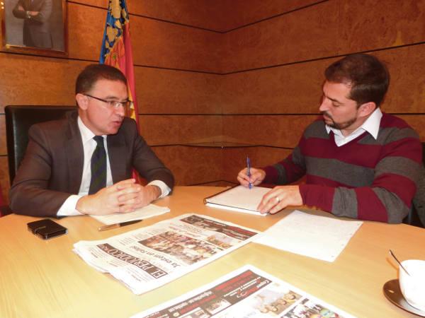 Serafín Castellano durante la entrevista en su despacho de la Delegación del Gobierno. //EPDA