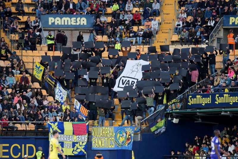 Aficionados del Villarreal en las gradas de La Cerámica durante un partido. EFE/Archivo