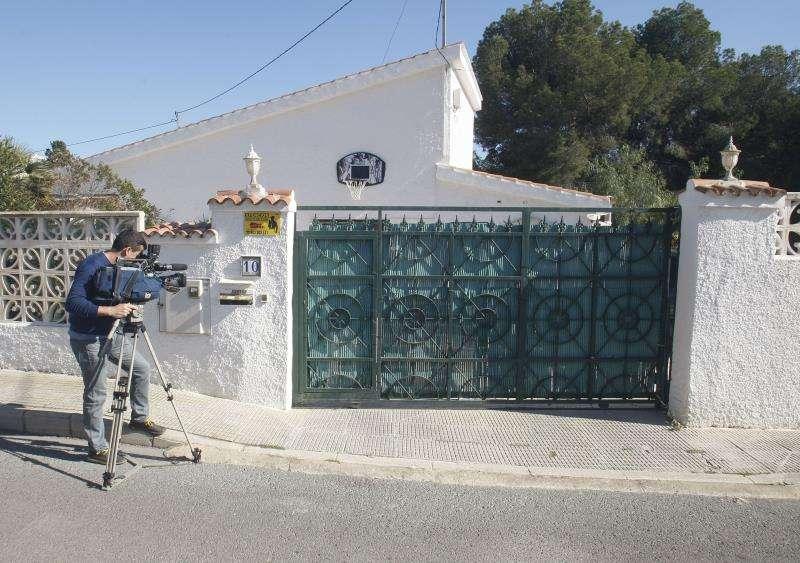 Acusado de asesinar a su mujer de 11 puñaladas alega que ella le atacó primero. Alicante, 24 sep (EFE).- El acusado de un asesinato de carácter machista registrado en Benidorm (Alicante) el 12 de abril de 2016 ha alegado hoy que la víctima le insultó y le golpeó primero, y que ambos se enzarzaron en un forcejeo.
