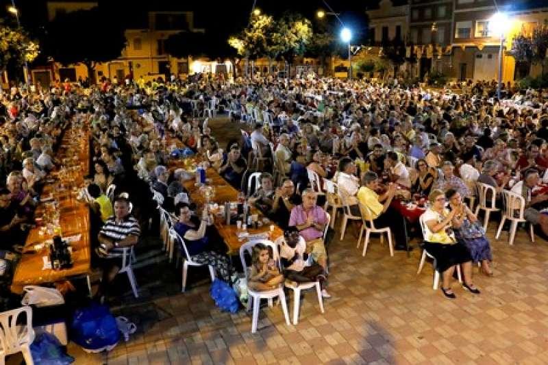 Cena solidaria en Puçol. EPDA