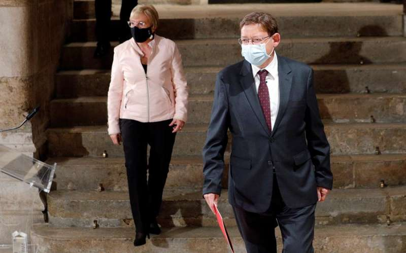 Imagen de archivo del president de la Generalitat, Ximo Puig, y la consellera deSanidad, Ana Barceló, a su llegada a una rueda de prensa. EFE