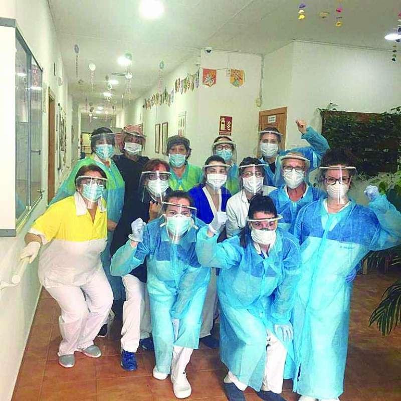 Trabajadoras de Novaedat Estivella con las máscaras.