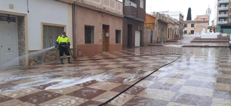 Limpieza en las calles de Paterna ante el coronavirus. EPDA