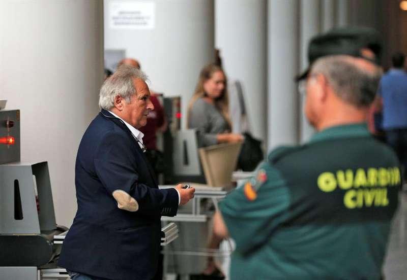 El expresidente de la Diputación de Valencia Alfonso Rus, a su llegada a la Ciudad de la Justicia de Valéncia. EFE