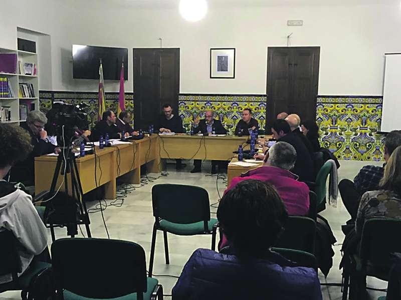 Celebración de un pleno municipal en el Ayuntamiento de Rocafort. EPDA