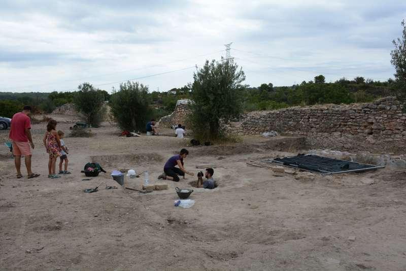 Realización de excavaciones en València la Vella.