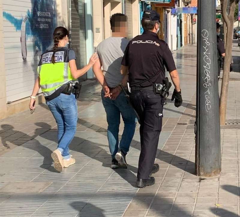 Las detenciones se han producido en el barrio del Xenillet de Torrent y en los de Trànsits y Marítim de València. EFE