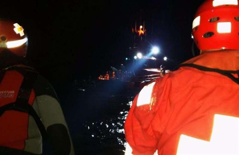 Imagen de la Cruz Roja de una de las pateras llegadas en los últimos días a Alicante.