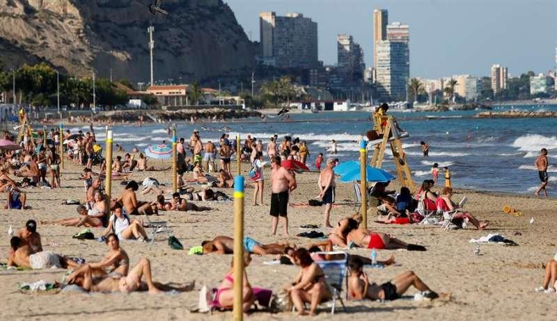Vista general de la playa del Postiguet, en Alicante.EFE